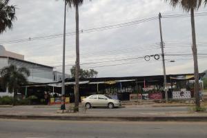 Рынок через дорогу от выхода из Парка Рама IX