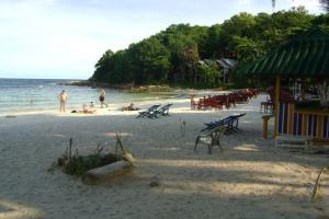Пляж рядом с Sky Friend Guesthouse на острове Самет
