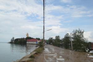 Насыпь к острову Фан к Большому Будде на Самуи
