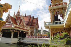 Храм Ват Плай Лаем Тайланд