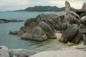 Хин Та и Хин Яй между пляжами Ламай и Хуа Танон