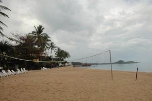 Пляж рядом с отелем