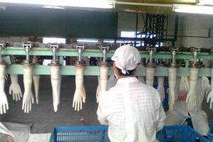 Производство перчаток из латекса