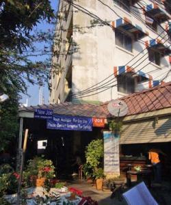 Здание New Joe Guesthouse в Бангкоке