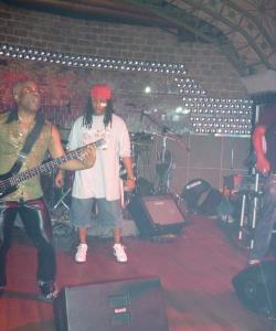 Выступление артистов в ночном клубе Lima Lima