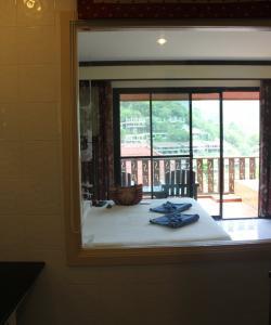 Вид из душевой в Phi Phi Arboreal Resort