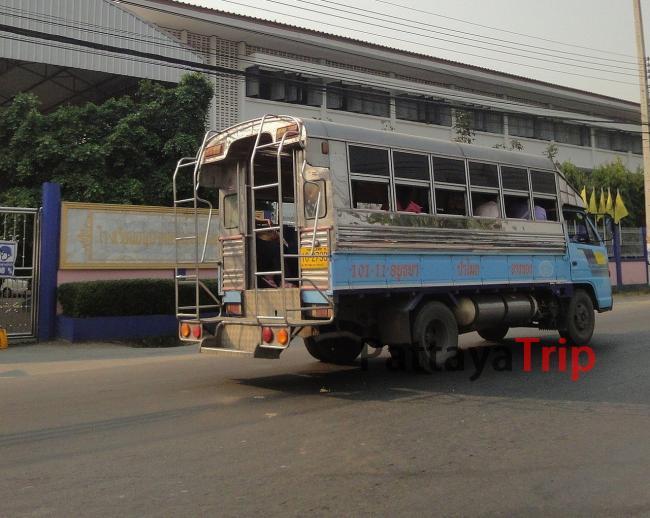 Общественный автобус в Аютая