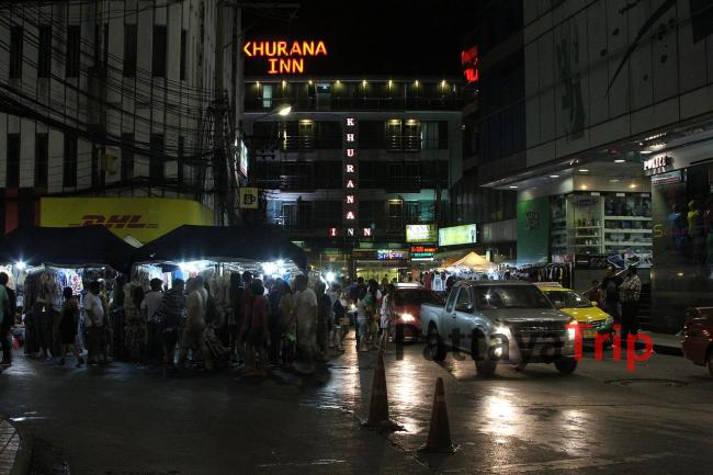 Рынок рядом с Baiyoke Sky