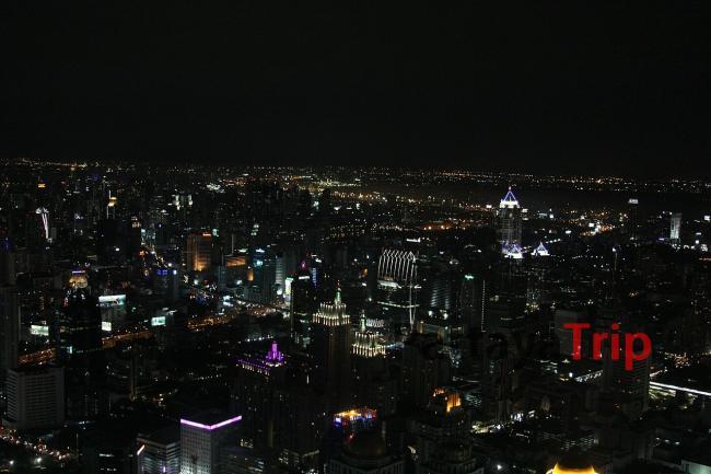 Смотровая площадка Baiyoke Sky ночью
