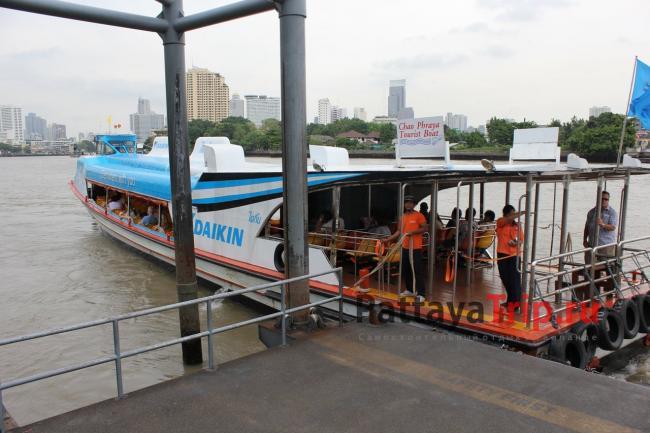 Туристическая лодка на Чао Прайе