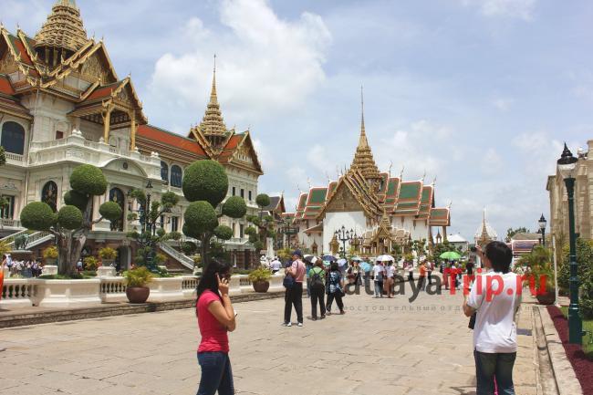 Солнечный день в Бангкоке. На территории Королевского дворца