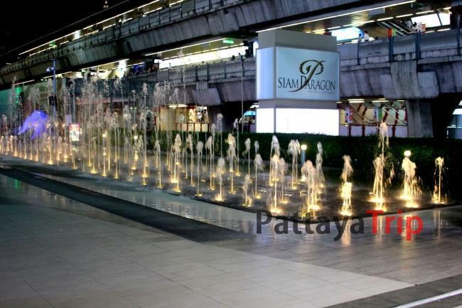 Танцующие фонтаны перед Сиам Парагоном
