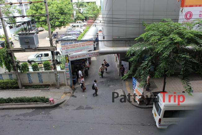 Переулок с продажей билетов рядом с Виктори Монумент