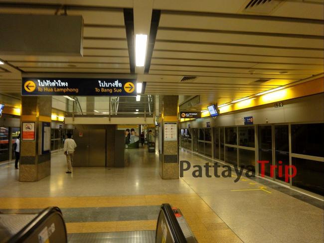 Станция метро Phahon Yothin