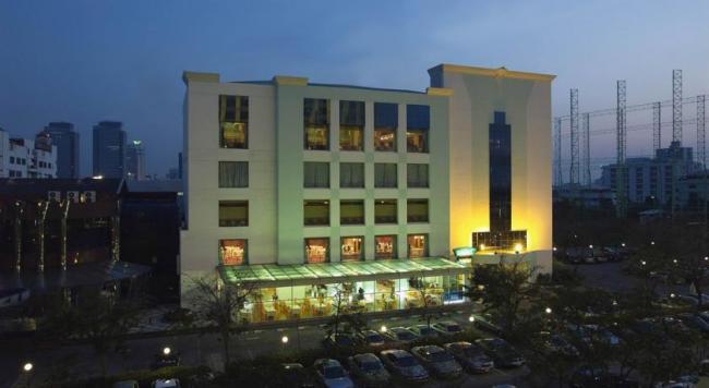 Chaophya Park Hotel в Бангкоке