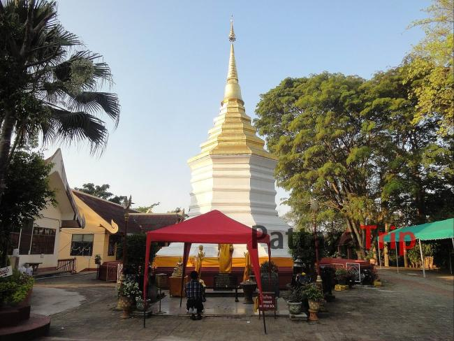 Wat Phra That Doi Chom Thong