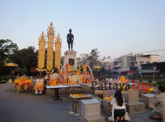 Памятник королю Менграю