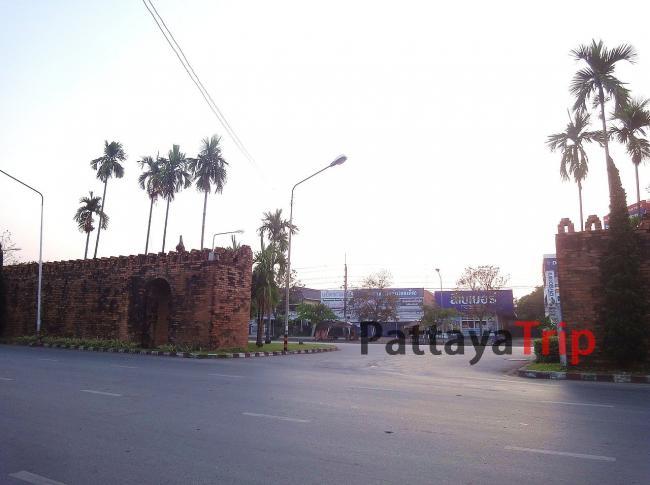 Старые стены в Чианг Рай