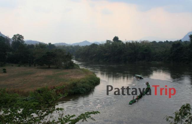 Сплав туристов по реке Квай