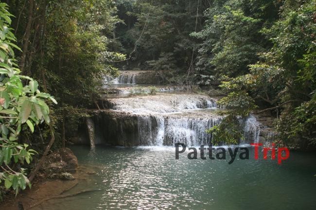 Водопад в джунглях Канчанабури
