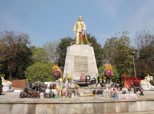 Статуя Прайя Сингханат Раджа