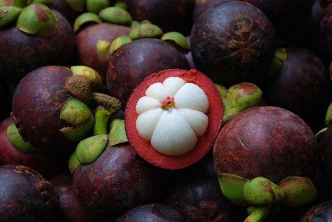 Мангостин - фрукт из Тайланда в форме чеснока