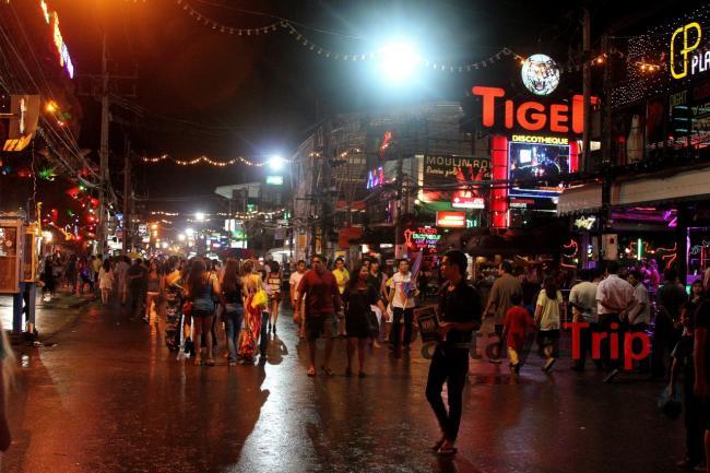 Улица ночных развлечений - Бангла Роуд на Патонге (Пхукет)