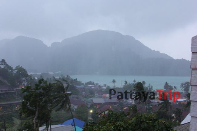 Июнь. Тропический дождь на Пхи-Пхи
