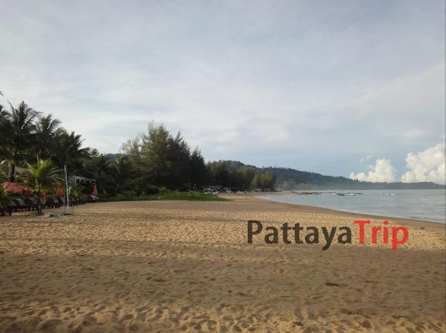 Северная часть пляжа Bang Niang в Као Лак
