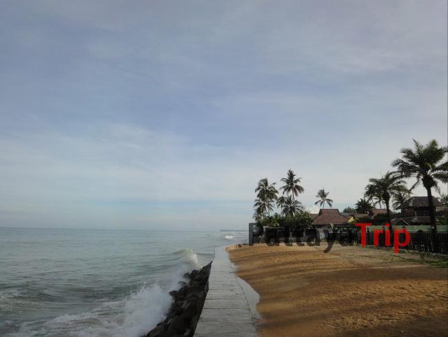 Центральная часть пляжа Bang Niang в Као Лак