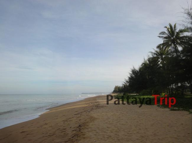 Южная часть пляжа Bang Niang в Као Лак