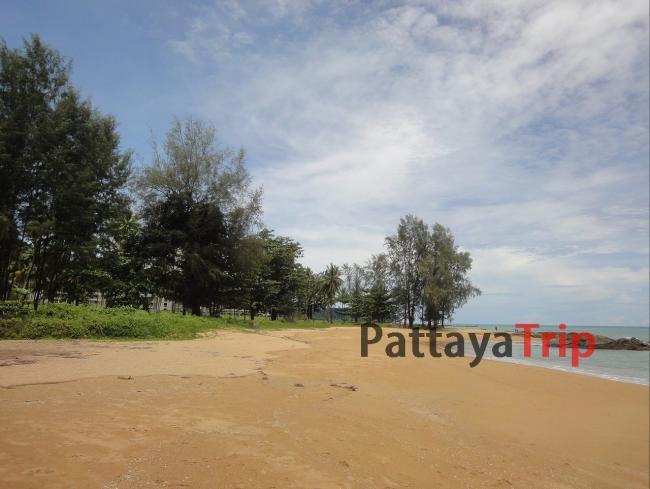 Южная часть пляжа Nang Thong в Као Лак