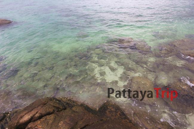 Прозрачная, чистая вода на пляже Сансет
