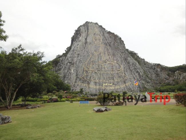Будда на горе в Паттайе