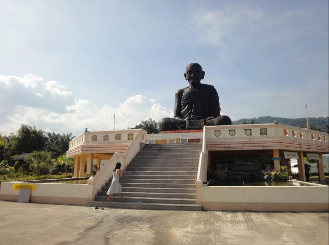 Храм в провинции Пханг Нга