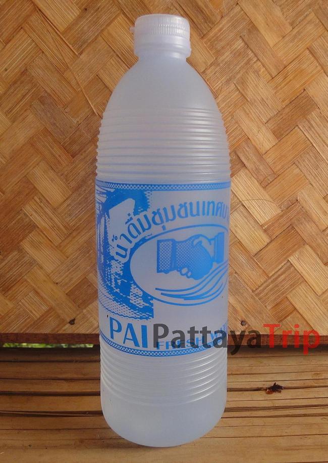 Бутылка фильтрованной воды за 6 бат