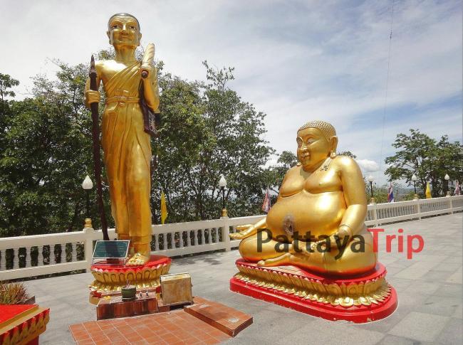 Статуи мелких Будд вокруг Большого