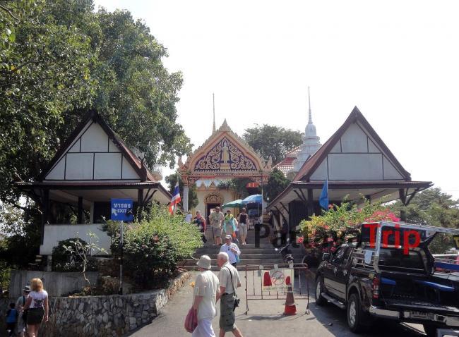 Храм на смотровой площадке на холме Пратамнак