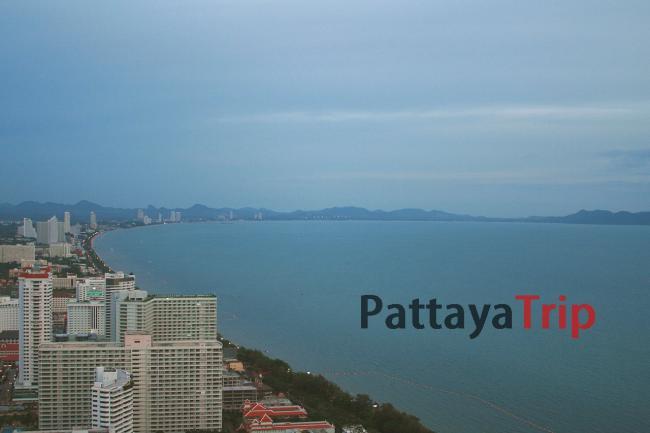 Береговая линия Джомтьен в Паттайе