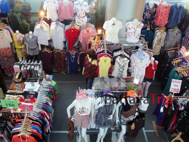 Даже в небольшом торговом центре можно очень недорого купить одежду