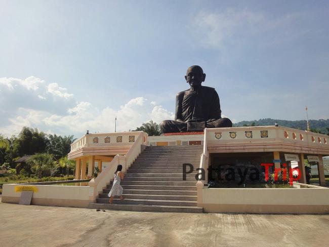 Храм Сидящего монаха в Пханг Нга