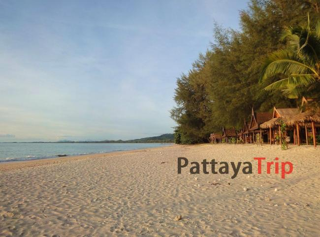 Пляж в Кхао Лак (провинция Пханг Нга)