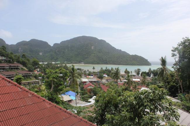 Вид с террасы в Phi Phi Arboreal Resort