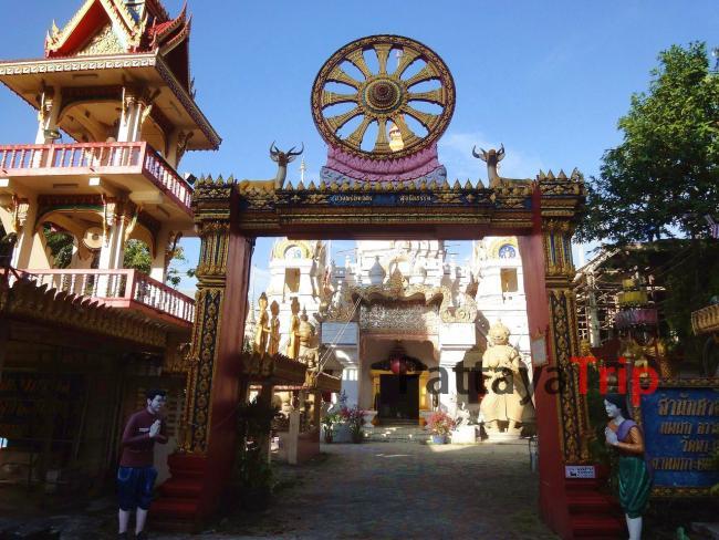 Трехэтажная колокольня и храм