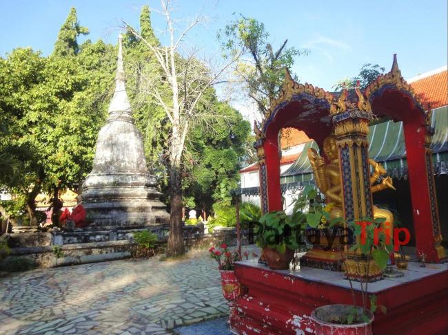 На территории Wat Phra Nang Sang