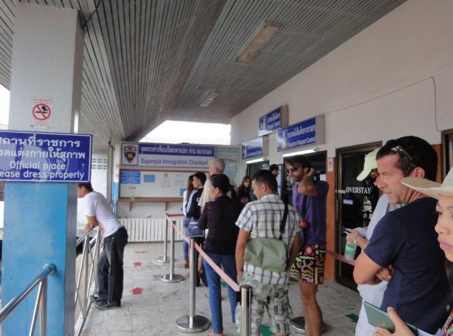 Паспортный контроль на границе Тайланда
