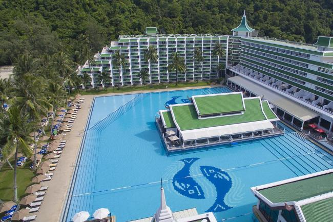 Бассейн в Le Meridien Phuket Beach Resort