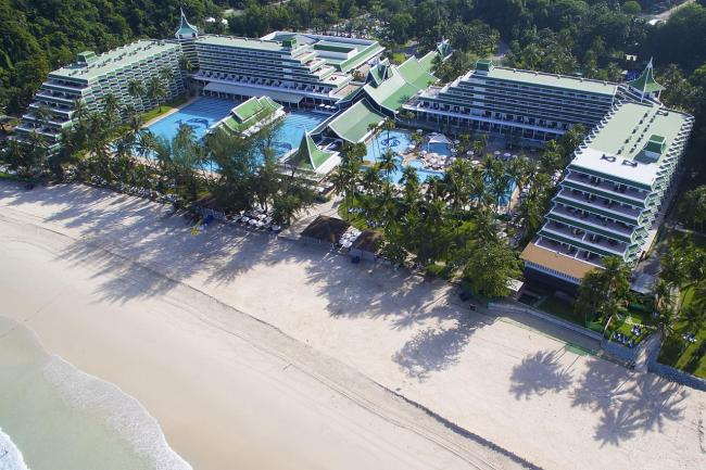 Пляж Le Meridien Phuket Beach Resort