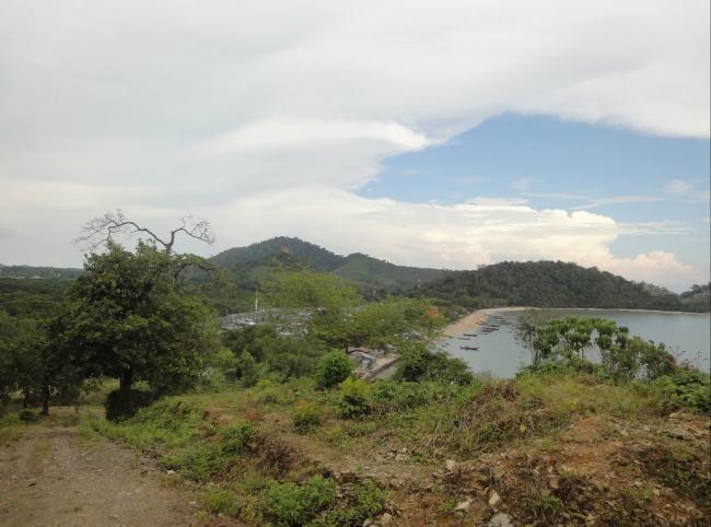 Вид на деревню морских цыган. Остров Ко Сирей рядом с Пхукетом.