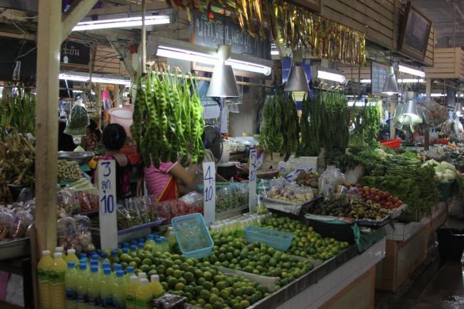 Продуктовый рынок рядом с Jungceylon